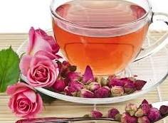 Цветочный чай с лепестками розы